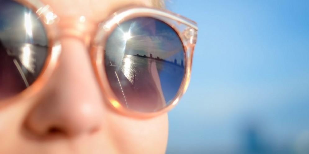 I consigli per proteggere gli occhi durante l'estate