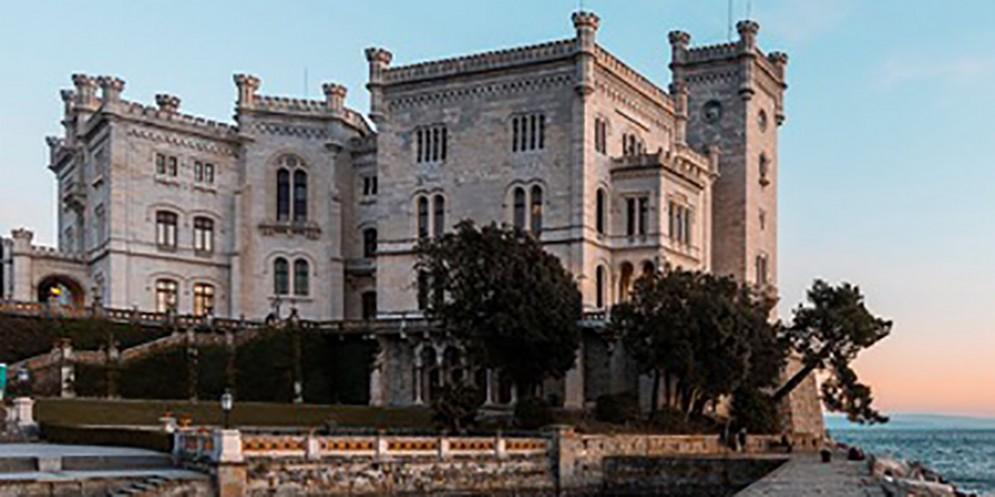 Da venerdì 21 giugno ritornano le aperture serali del castello di Miramare