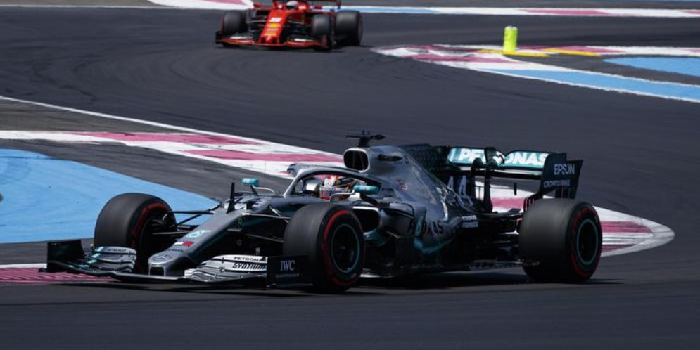 Lewis Hamilton su Mercedes, poleman anche in Francia