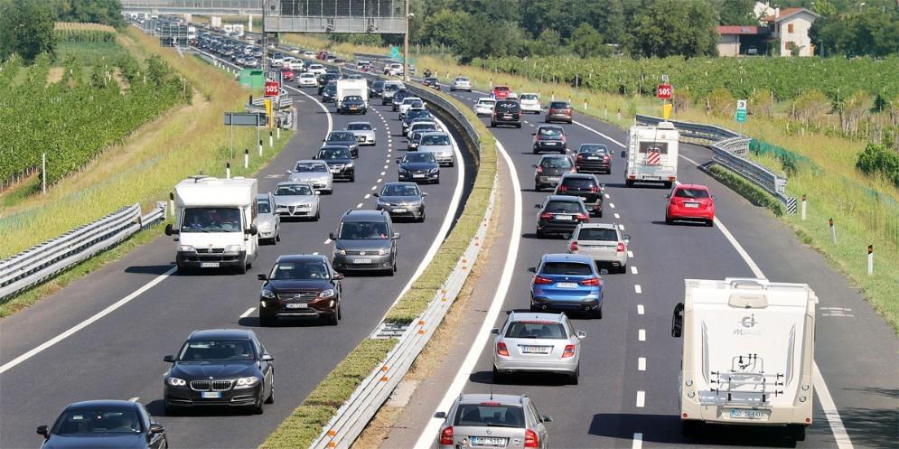 Traffico intenso in A4: ci sono code e rallentamenti