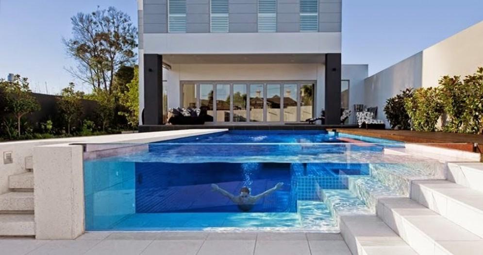 Una piscina trasparente