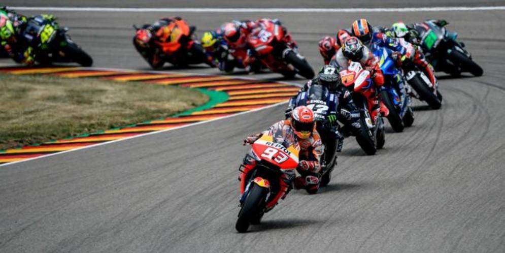 Le mani di Marc Marquez sul mondiale di MotoGp