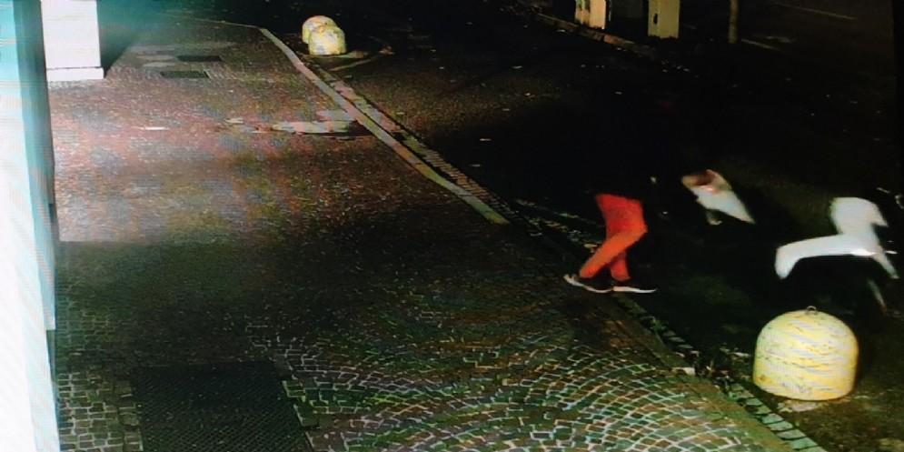 Danneggia uno scooter davanti alla Questura: arrestato 59enne