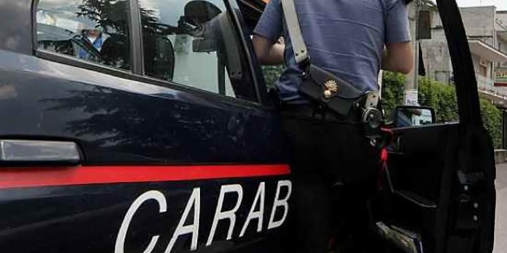Gira nudo per via Natisone: intervengono i carabinieri