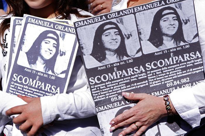 Persone manifestano per Emanuela Orlandi
