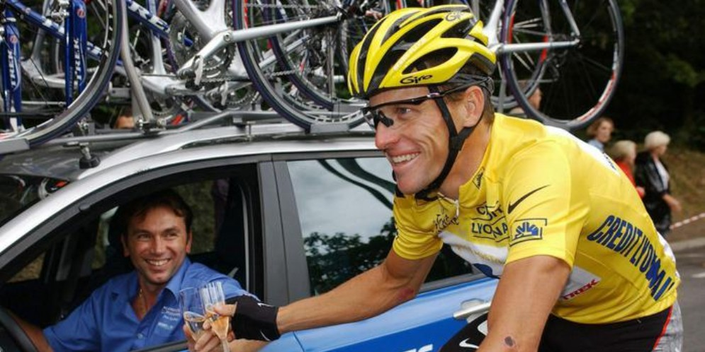 Lance Armstrong in maglia gialla al tour