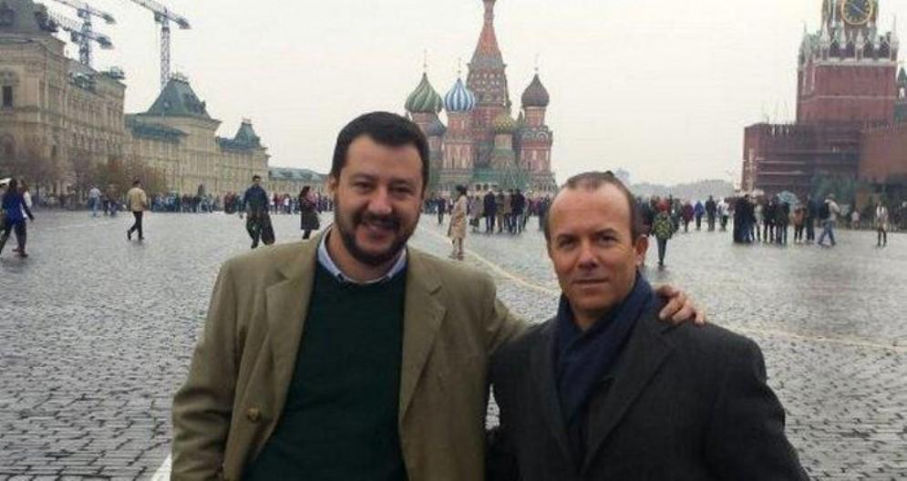 Una foto tratta dal sito web Lombardiarussia.org mostra Gianluca Savoini (D) con il ministro dell'Interno, Matteo Salvini a Mosca