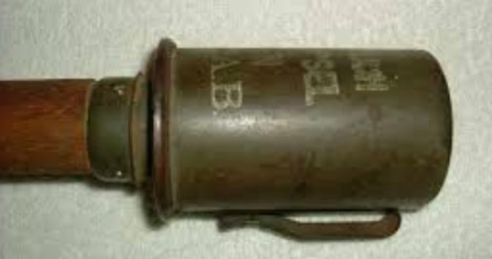 Scava nella sabbia e trova una bomba della Prima Guerra Mondiale
