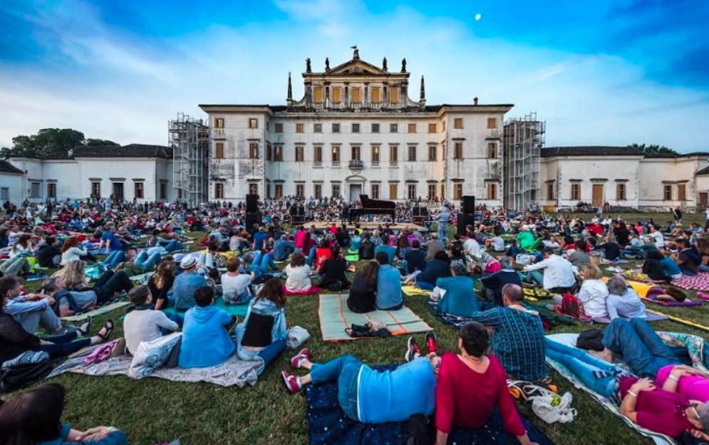 Più di 2 mila persone per il 'concerto dell'anima' di Anzovino