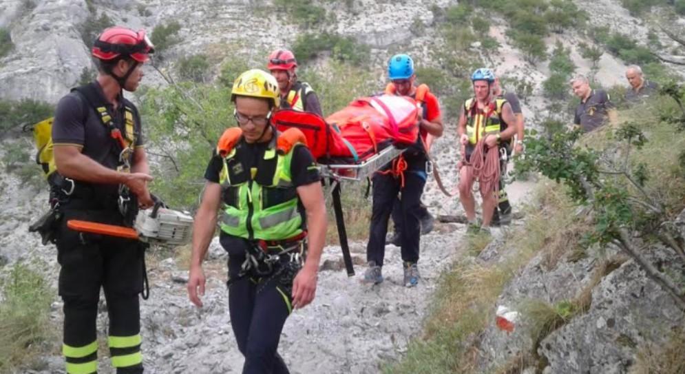 Si tuffa nel torrente e batte la testa: soccorso un 17enne in Val Rosandra