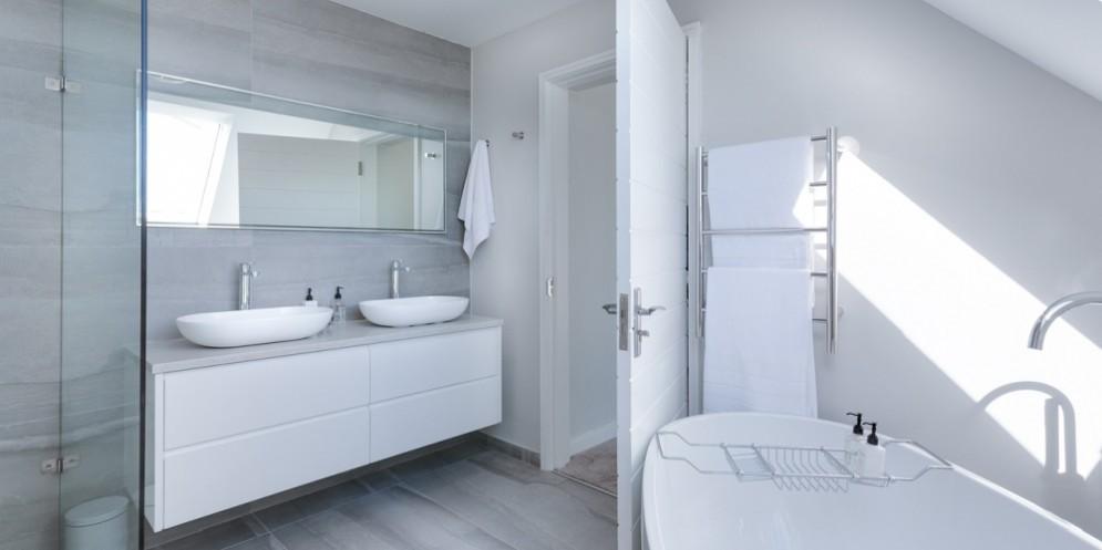 Dal lavabo al box doccia: come arredare un bagno moderno e di design