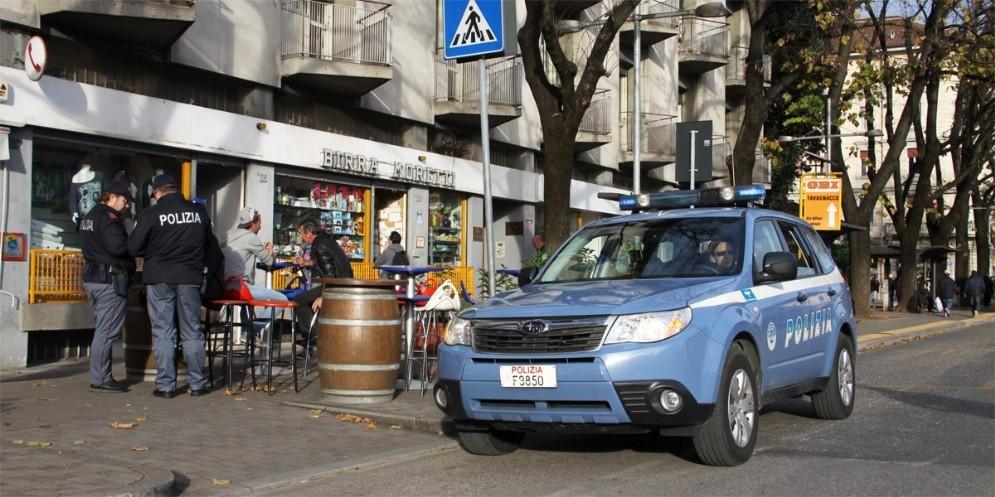 Mezzi e uomini della Polizia a Borgo Stazione