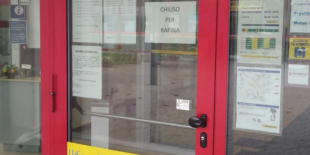 Tentata rapina nell'ufficio postale di via Forni di Sotto