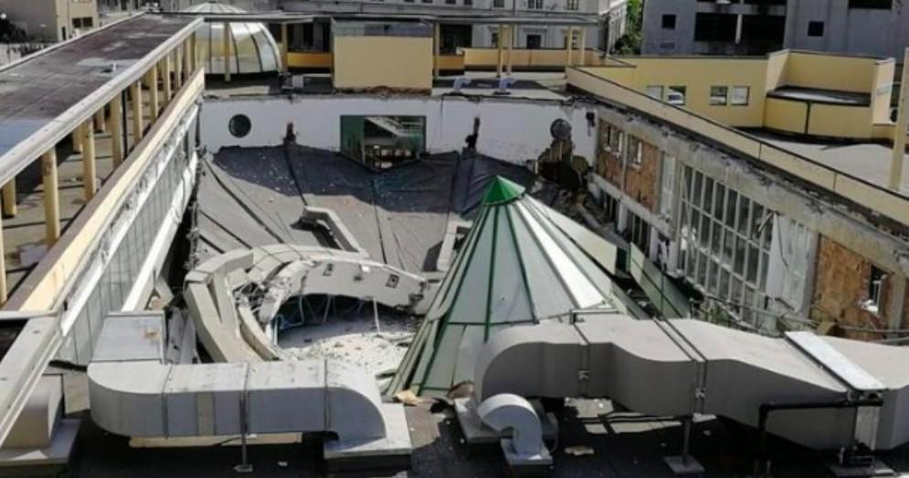 Crolla il tetto della piscina Acquamarina: nessun ferito