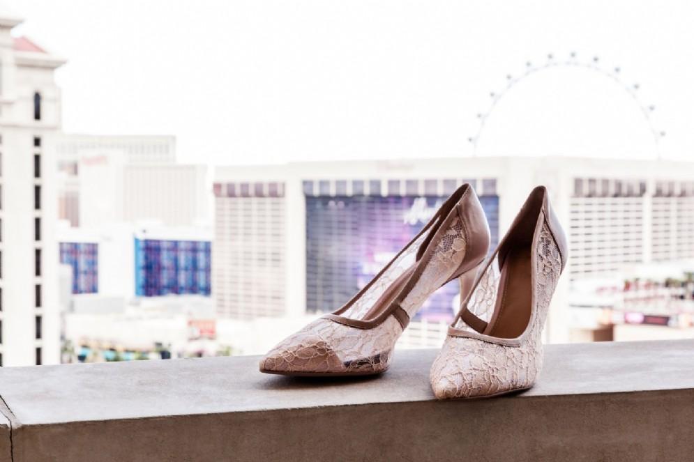 Scarpe da sposa con sfondo Las Vegas
