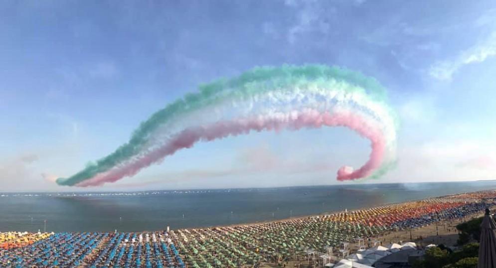 Le Frecce Tricolori incantano a Lignano Sabbiadoro