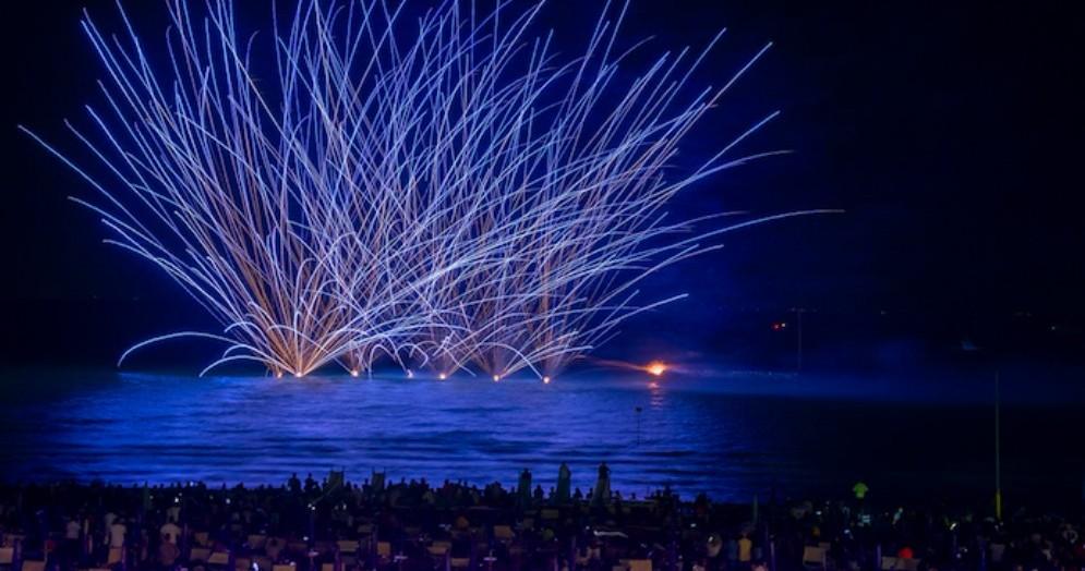 A Lignano Pineta c'è l'incendio del mare!