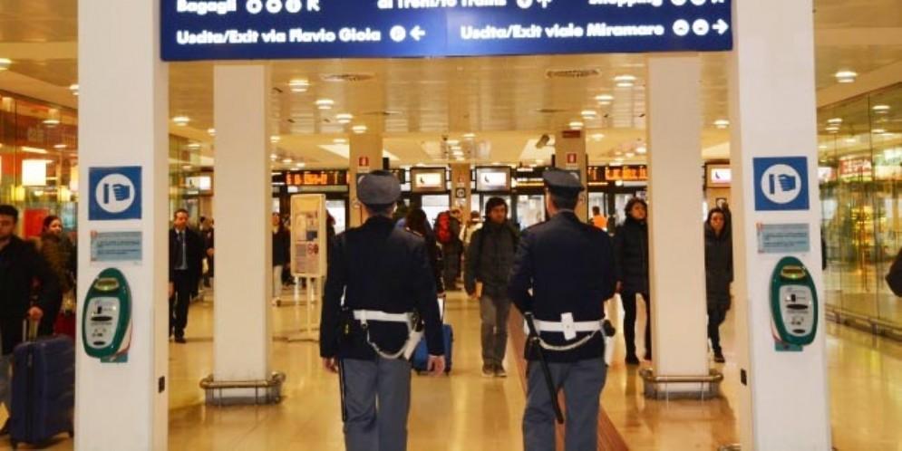 Condannato a 7 anni per violenza sessuale: viaggiava senza problemi sul treno Udine-Venezia