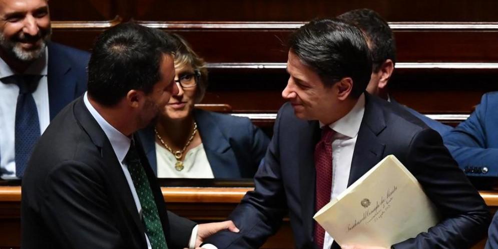 Matteo Salvini con Giuseppe Conte in aula al Senato