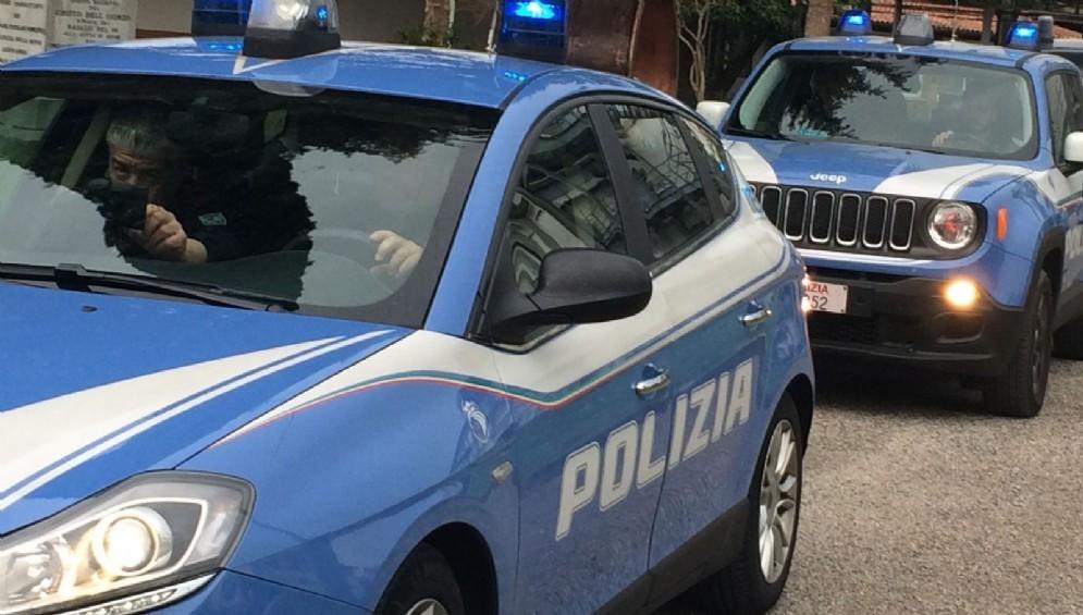 Mezzi e uomini della Polizia di Stato