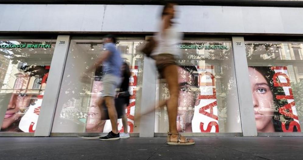 Torna a scendere la fiducia dei consumatori