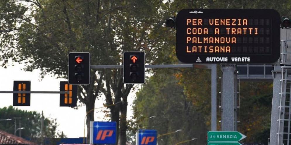 Stranieri in vacanza: code in autostrada e casello di Udine Sud chiuso per ore