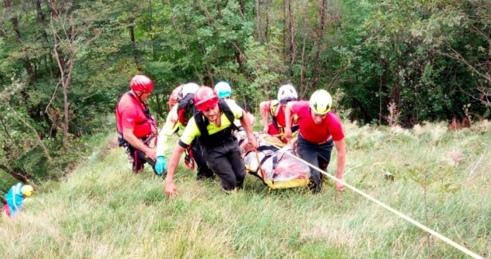 Due escusionisti cadono per 15 metri: salvati dal Cnsas