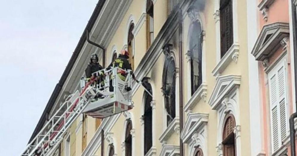 Incendio in un appartamento di viale Miramare