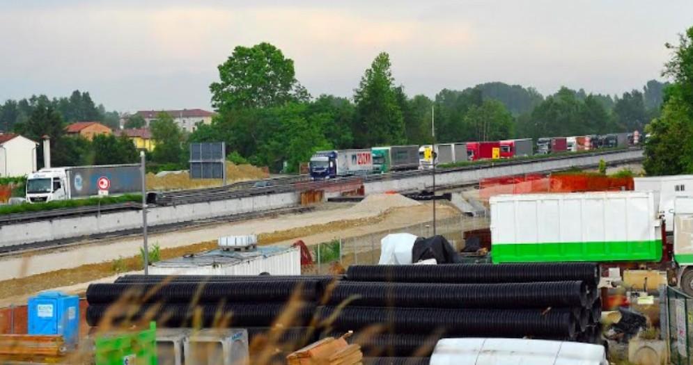 Riparte il traffico via gomma: lunghe code di mezzi pesanti in A4
