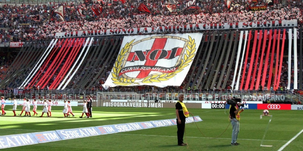 La curva del Milan attende i rossoneri per le prossime partite di campionato