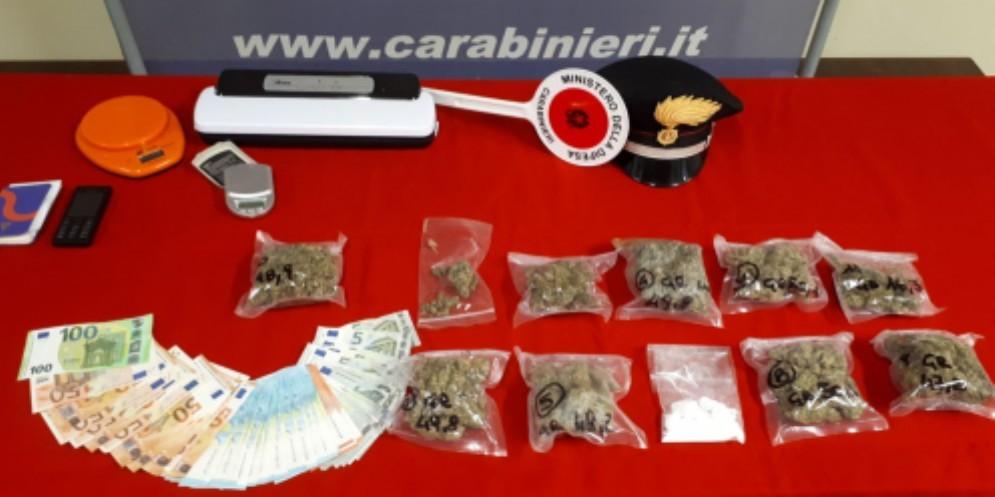 In casa con cocaina e marijuana: arrestati due giovani