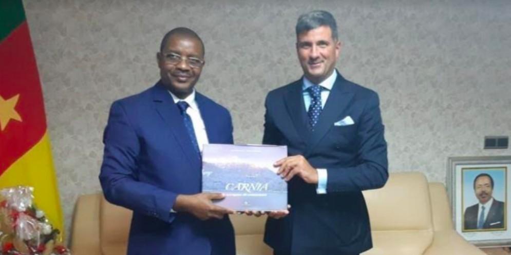 La carnica Helica pronta a sbarcare in Camerun