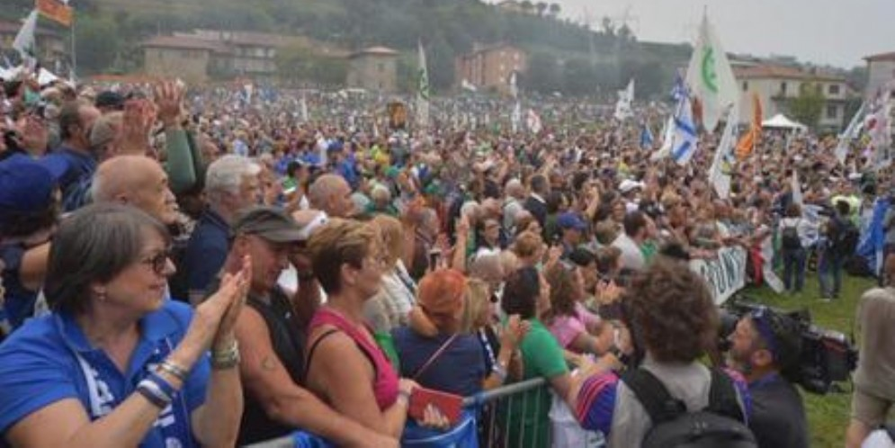 Bagno di folla a Pontida. Insulti a Lerner, Serracchiani si indigna