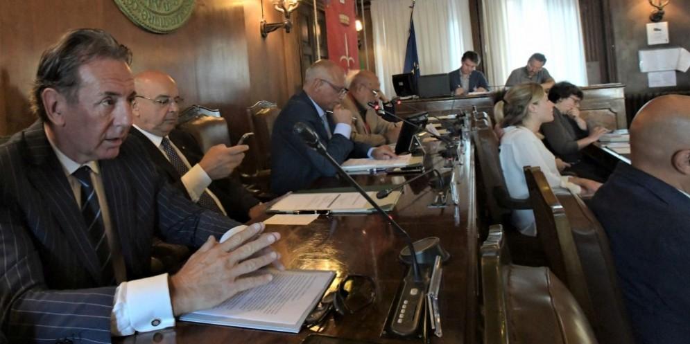 L'Assessore Fabio Scoccimarro durante la seduta del consiglio comunale di Trieste