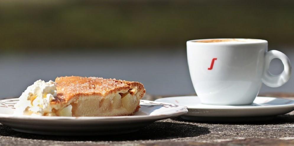 Caffè e torta di mele