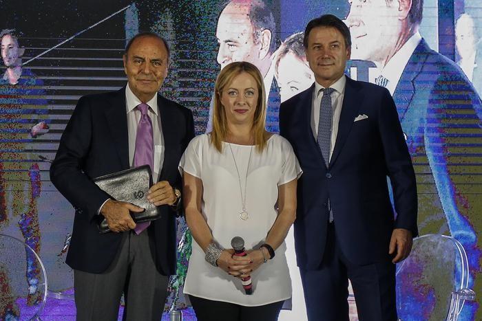 Bruno Vespa e Giorgia Meloni con il Premier Giuseppe Conte