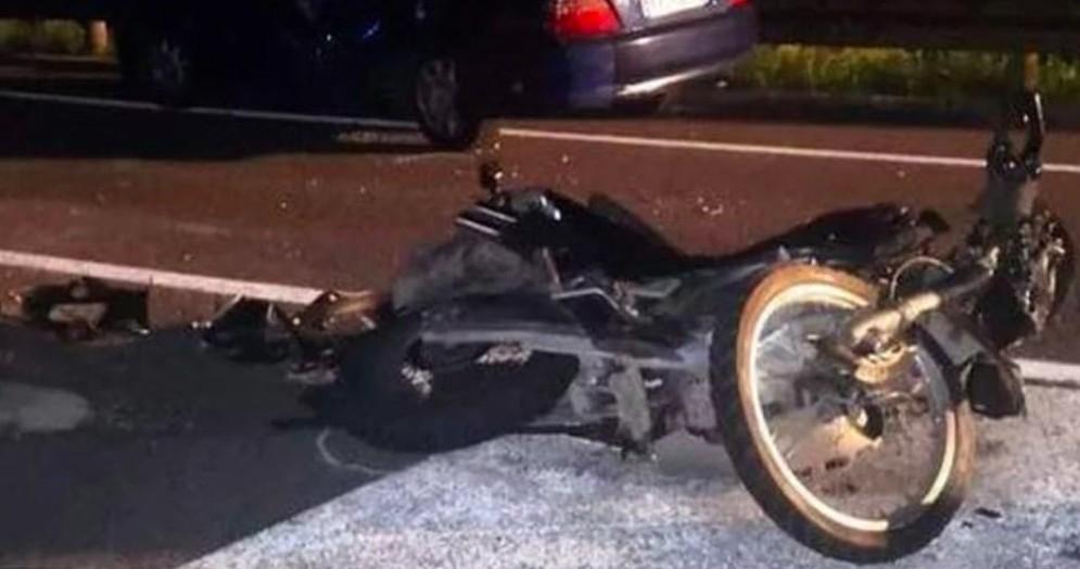 Muore dopo lo scontro della sua moto con un'auto. Ora la Procura vuole vederci chiaro