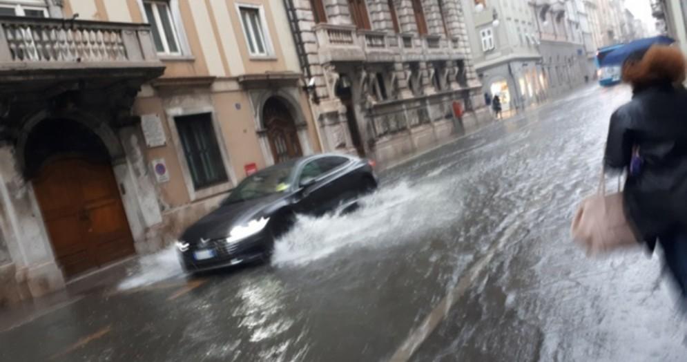Maltempo: forti piogge e allagamenti a Trieste
