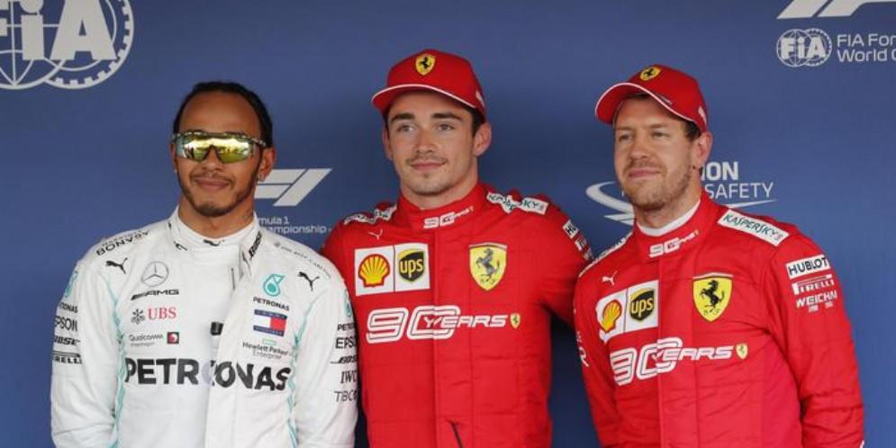 Lewis Hamilton (2°), Charles Leclerc (1°) e Sebastian Vettel (3°) a Sochi