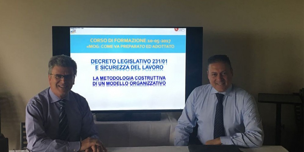 Paolo Simionati (titolare della HELPS Srl) con l'Avv. Lorenzo Fantini durante un corso precedente