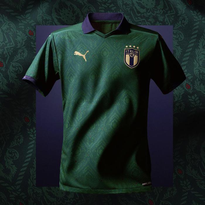 La nuova maglia verde della nazionale di calcio