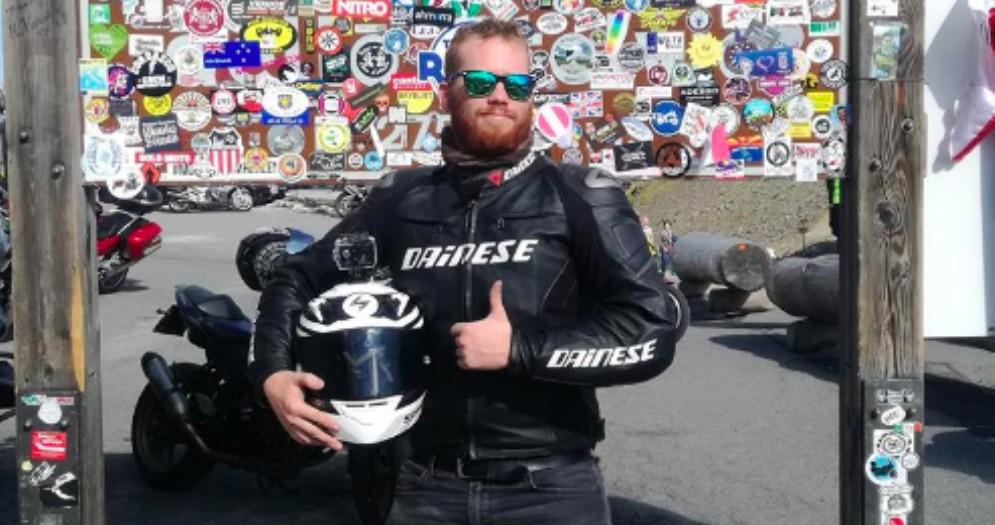 Scontro tra una moto a un'auto: muore un ragazzo di 26 anni