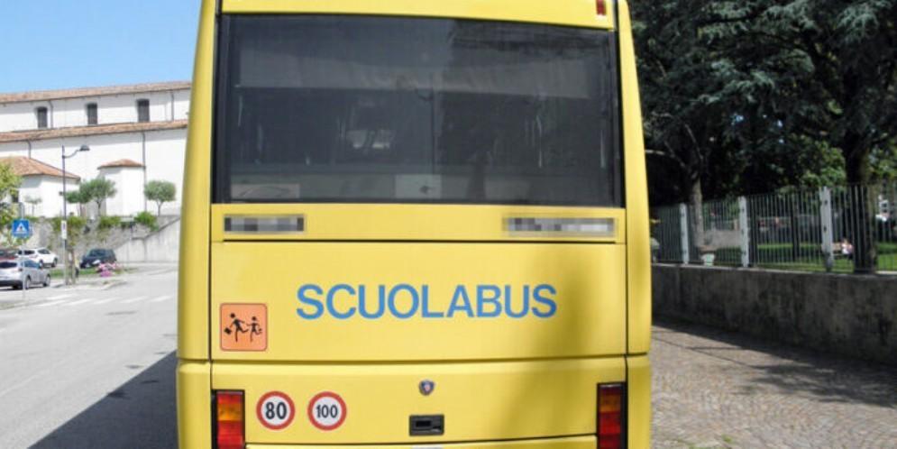 Spray al peperoncino sullo scuolabus: bimba finisce in ospedale