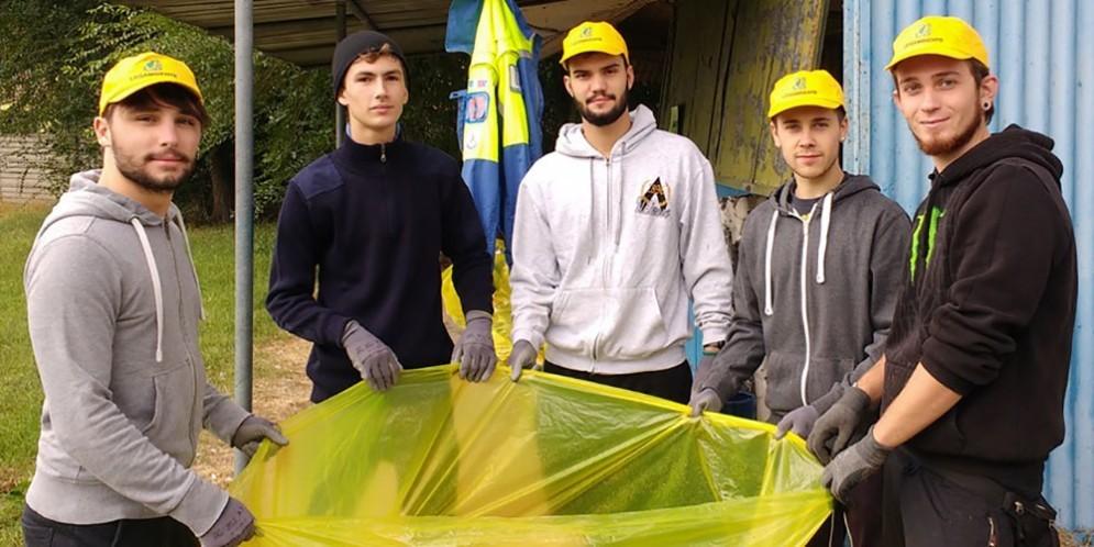 """A Romans volontari in campo per """"puliamo il mondo"""""""