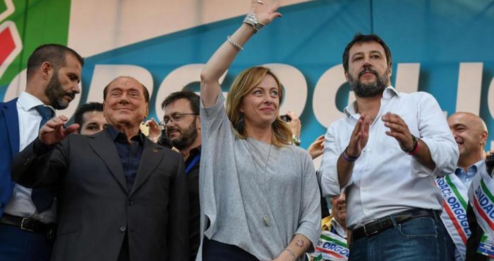 Silvio Berlusconi, Giorgia Meloni e Matteo Salvini sul palco di Piazza San Giovanni