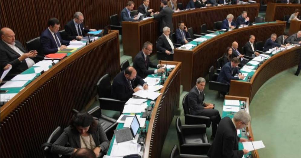 Doppia preferenza di genere: la maggioranza boccia la proposta di legge