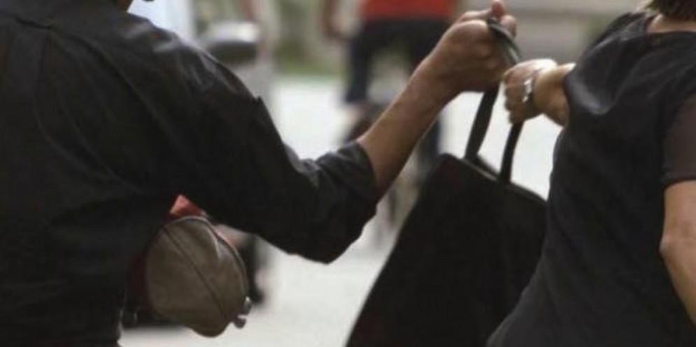 Due donne scippate a Udine: indagano i carabinieri