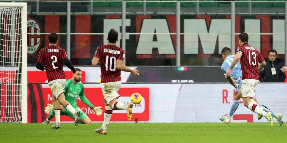 Correa buca Donnarumma e regala il successo alla Lazio