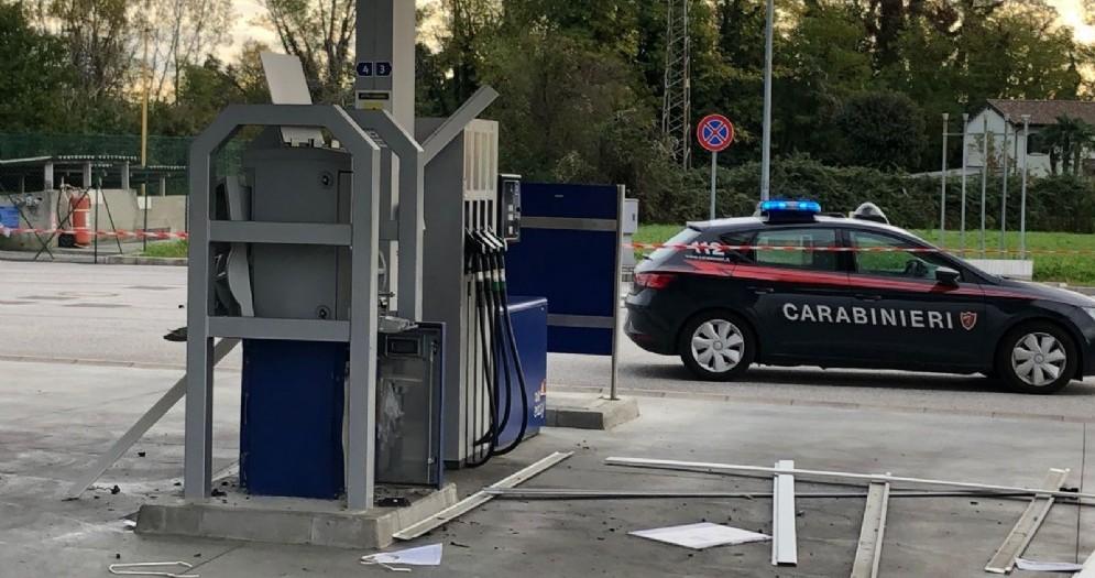 Assalto al distributore di Martignacco: danni ingenti