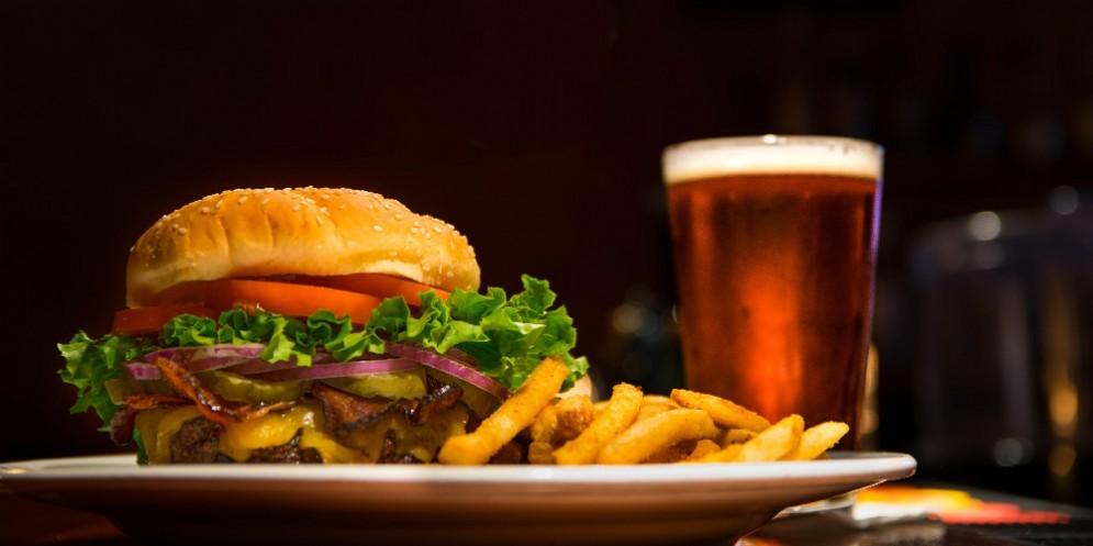 Hamburger e patatine a domicilio